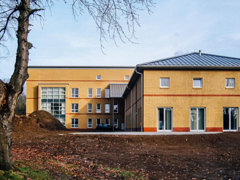 LWL-Klinik Dortmund: Neubau einer Klinikanlage mit Aluminiumstehfalzeindeckung.